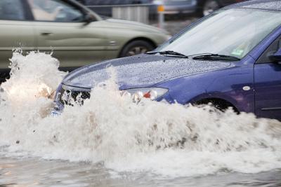 欧冠-暴雨致地库车辆被淹物业需担责